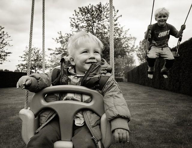 https://pixabay.com/ru/photos/свинг-дети-мальчиков-мало-932249/